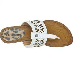 Bare Traps Lela size 10 white laser cut sandals